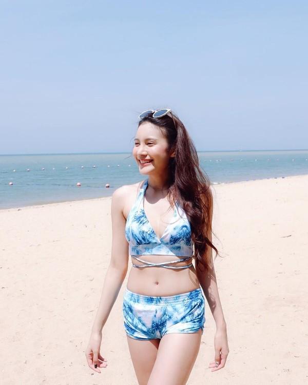 Kalau ini saat Milin jalan-jalan di Pantai Pattaya, Thailand. (Instagram/@milinb3rry)