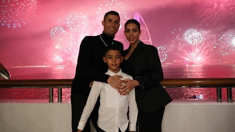 Cristiano Ronaldo bersama keluarga liburan Tahun Baru di Dubai (Instagram/cristiano)