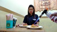 Sensasi Gosong Enak Mie Bakar yang Lagi Hits di Malang