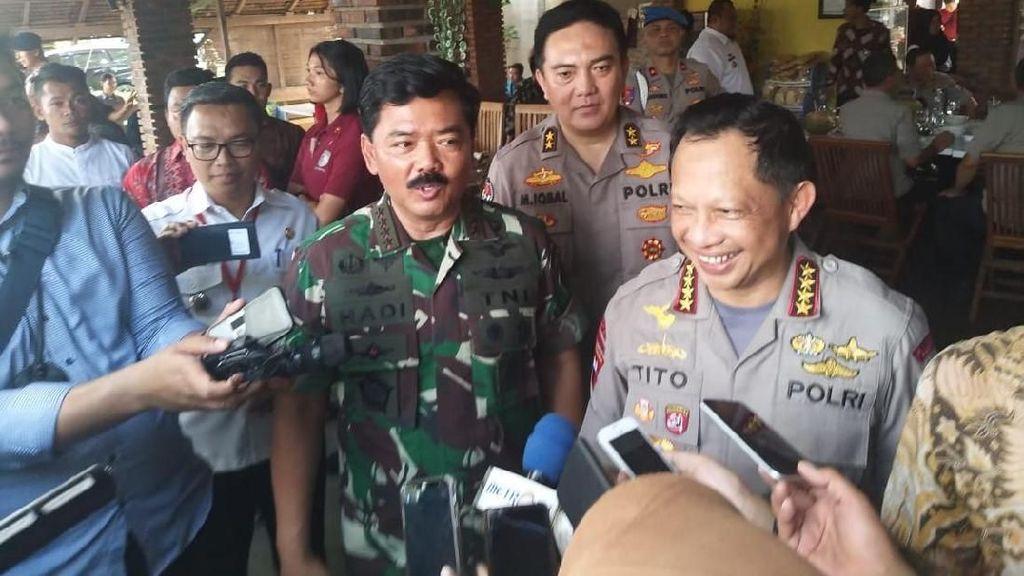 Panglima TNI dan Kapolri Kompak Jelaskan soal Foto 2 Jari