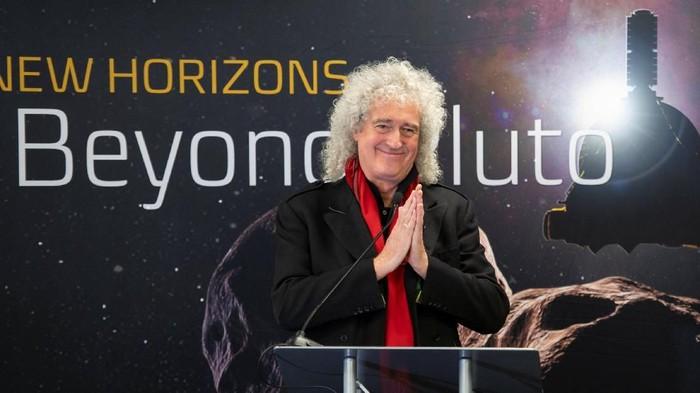 Brian May ikut merayakan pencapaian misi New Horizons-nya NASA. (Foto: NASA/Bill Ingalls/Handout via REUTERS)