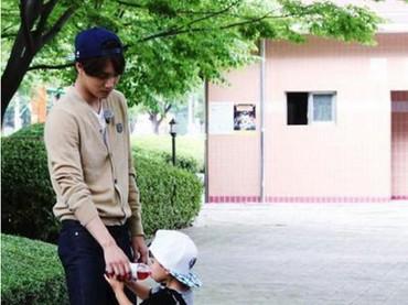 SepertinyaKai Exo calon ayah baik dan penyabar ya, hi-hi-hi. (Foto Instagram/Istimewa)