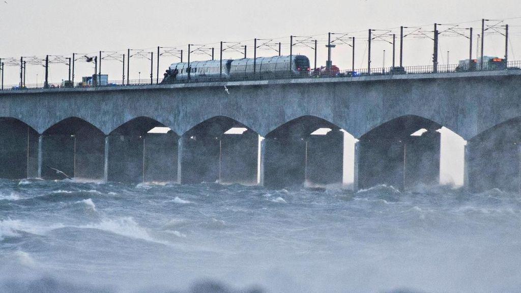 6 Orang Tewas Akibat Kecelakaan Kereta di Jembatan Denmark