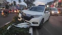 Mobil SUV Tabrak Tiang di Pembatas Jalan di Depok, Lalin Macet