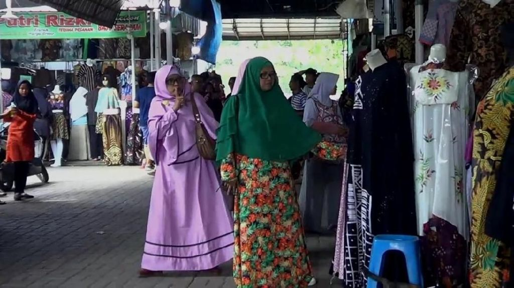 Exit Tol Trans Jawa di Pekalongan Bikin Senyum Pedagang Batik