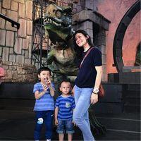 Seru! Pengunjung Bisa Berinteraksi dengan Dinosaurus di Dufan