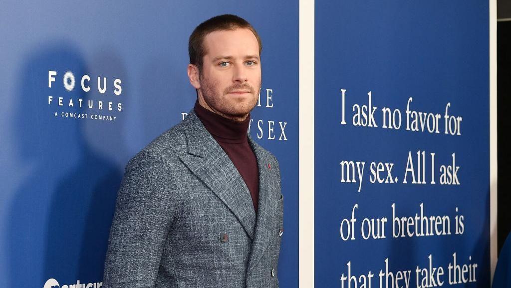Armie Hammer Batal Main Film Usai Dugaan Skandal Seks Viral