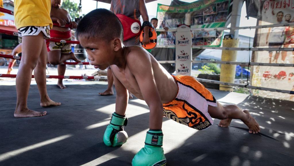 Kerasnya Latihan Fisik Petarung Muay Thai Anak di Thailand