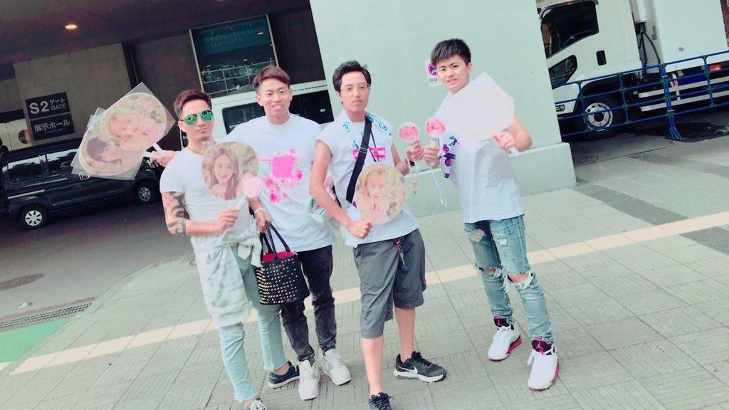 Dulu Gangster, Pria Ini Alih Profesi Jadi Fanboy Grup Kpop TWICE