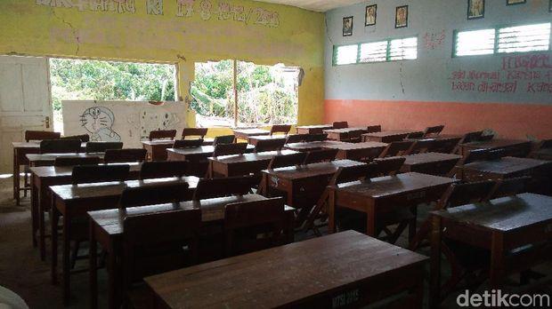 Sekolah Rusak oleh Puting Beliung, Siswa di Cirebon Dipulangkan