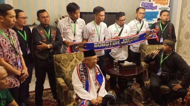 Di Rumah Ma'ruf Amin, Rombongan Bersyal 'Bobotoh Jokowi' Deklarasi Dukungan