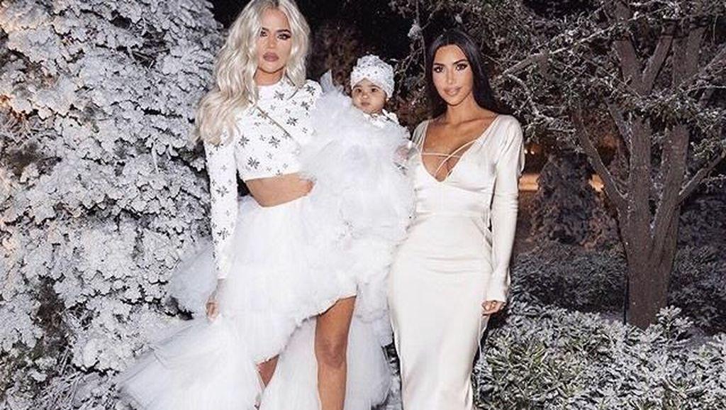 Kim Kardashian Hadiahi Anak & Keponakan Tas Mewah Senilai Rp 70 Juta