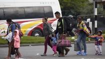 Uang Tak Laku, Warga Venezuela Beli BBM Pakai Rokok
