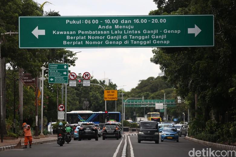 Ganjil-genap Jakarta. Foto: Agung Pambudhy