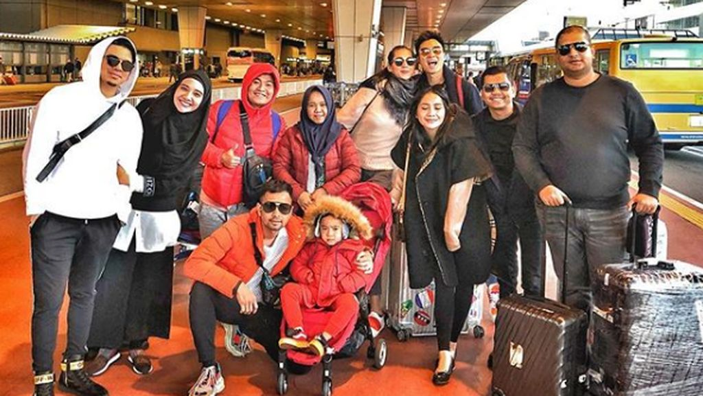 Keseruan Keluarga Raffi Ahmad Ajak Asisten Liburan ke Jepang