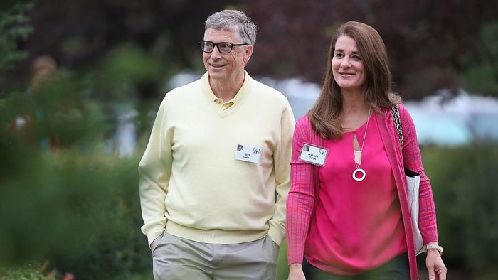 SUN VALLEY, ID - JULY 11:  Billionaire Bill Gates, chairman and founder of Microsoft Corp., and his wife Melinda attend the Allen & Company Sun Valley Conference on July 11, 2015 in Sun Valley, Idaho. Many of the worlds wealthiest and most powerful business people from media, finance, and technology attend the annual week-long conference which is in its 33rd year.  (Photo by Scott Olson/Getty Images)