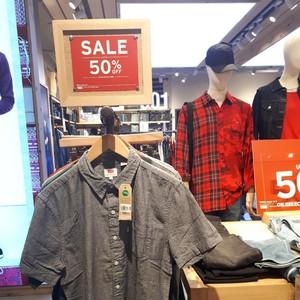 Levis Diskon Hingga 50%, T-shirt Mulai dari Rp 200 Ribuan