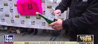 Wah, Pria Ini Berhasil Buka 38 Botol Champagne Dalam Semenit!