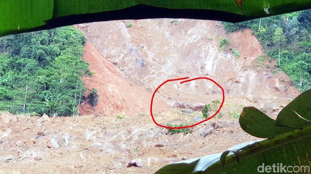 Penampakan Batu Mahkota Sumber Gemuruh di Area Longsor Sukabumi