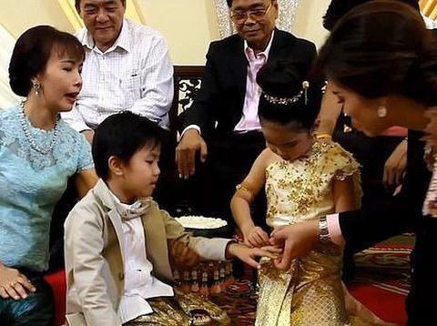 Viral, Bocah Kembar Berusia 6 Tahun Menikah Demi Menangkal Nasib Sial