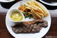 OMG Steak House: Empuk Juicy Grilled Beef Ribs dan Sirloin Steak Ada di Sini
