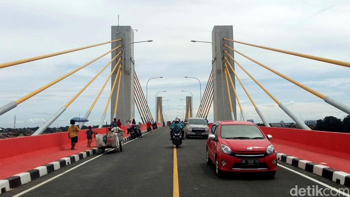 Jembatan Musi IV yang berada di Kota Palembang, Sumatera Selatan hari ini dibuka umum.