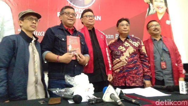 Jumpa pers HUT ke-46 PDIP yang dihadiri Sekjen Hasto Kristiyanto, Wasekjen Utut Adianto, Ketua Bappilu Bambang DH dan Mendagri Tjahjo Kumolo.