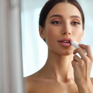 Tips Aneh dari MUA, Pakai Nipple Cream di Bibir Hingga Pelumas di Rambut