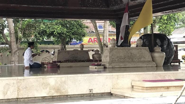 Jokowi Ziarah ke Makam Bung Karno di Blitar