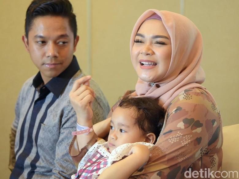 Punya Anak Pertama, Sheza Idris Menangis Terharu