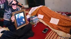Isak Tangis Istri dan Putri Bungsu saat Jenazah Torro Margens Dikebumikan