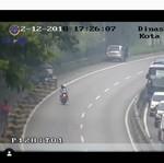 Kocak! Dishub Bandung Tegur Pemotor Tanpa Helm Malah Masuk Tol