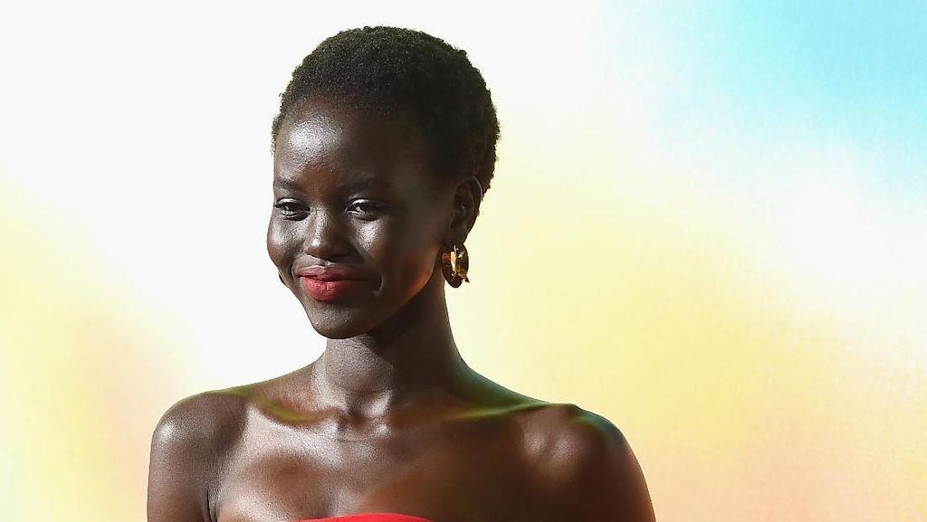 Kisah Inspiratif Adult Akech, Pengungsi Sudan yang Jadi Idola Meghan Markle