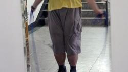 Huang Jiaxin kala itu beratnya mencapai 160 kilogram (kg). Dirinya pun menjalani program khusus selama setahun di fasilitas Aimin Sliming Centre.