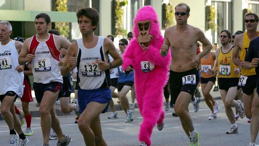 Gorila Pink dan Penampakan Unik Lainnya Saat Lomba Lari