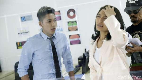 Aksi Siti Badriah Beradu Peran dengan sang Pacar