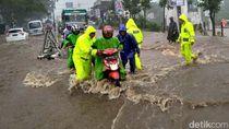 Hujan Deras Jalur Malang-Surabaya Terendam Banjir