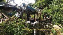 Polisi-Satpol PP Bogor Bongkar Gubug Penambang Emas Ilegal