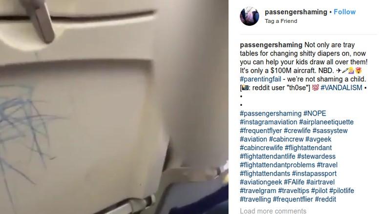 Foto: Vandalisme di pesawat (Instagram/passengershaming)
