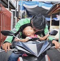 Mario adalah mitra pengemudi GrabBike yang telah bergabung sejak awal kehadirannya di Indonesia.