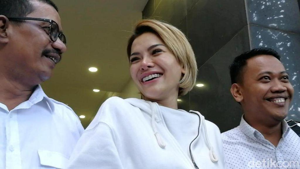 Nikita Mirzani Ngaku Tak Percaya Diri Usai Lepas Hijab