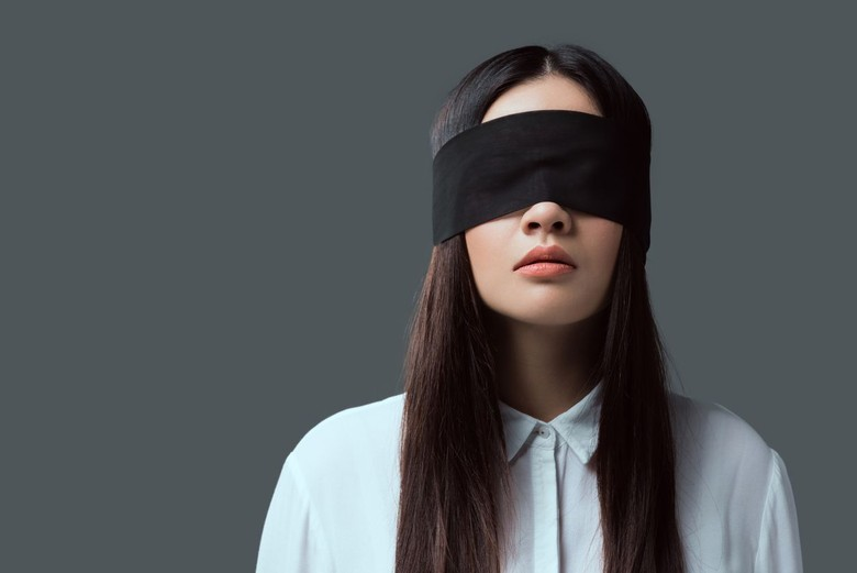bird box challenge blindfold. Foto: iStock