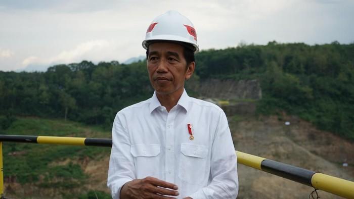 Presiden Jokowi meninjau pembangunan Bendungan Bendo, Ponorogo, Jawa Timur.