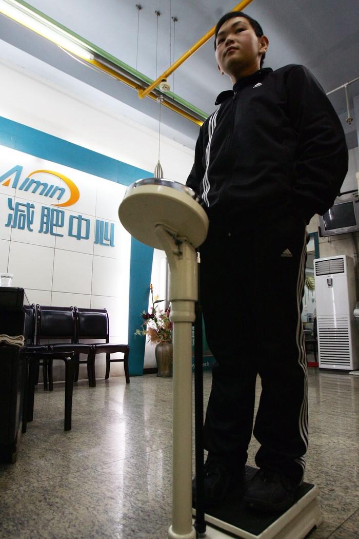 Setahun berlalu Huang berhasil memangkas 88 kg berat badannya. (Foto: China Photos/Getty Images)