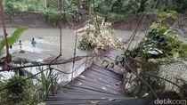 Warga di Sulbar Bertaruh Nyawa Merayap di Sisa Jembatan Ambruk