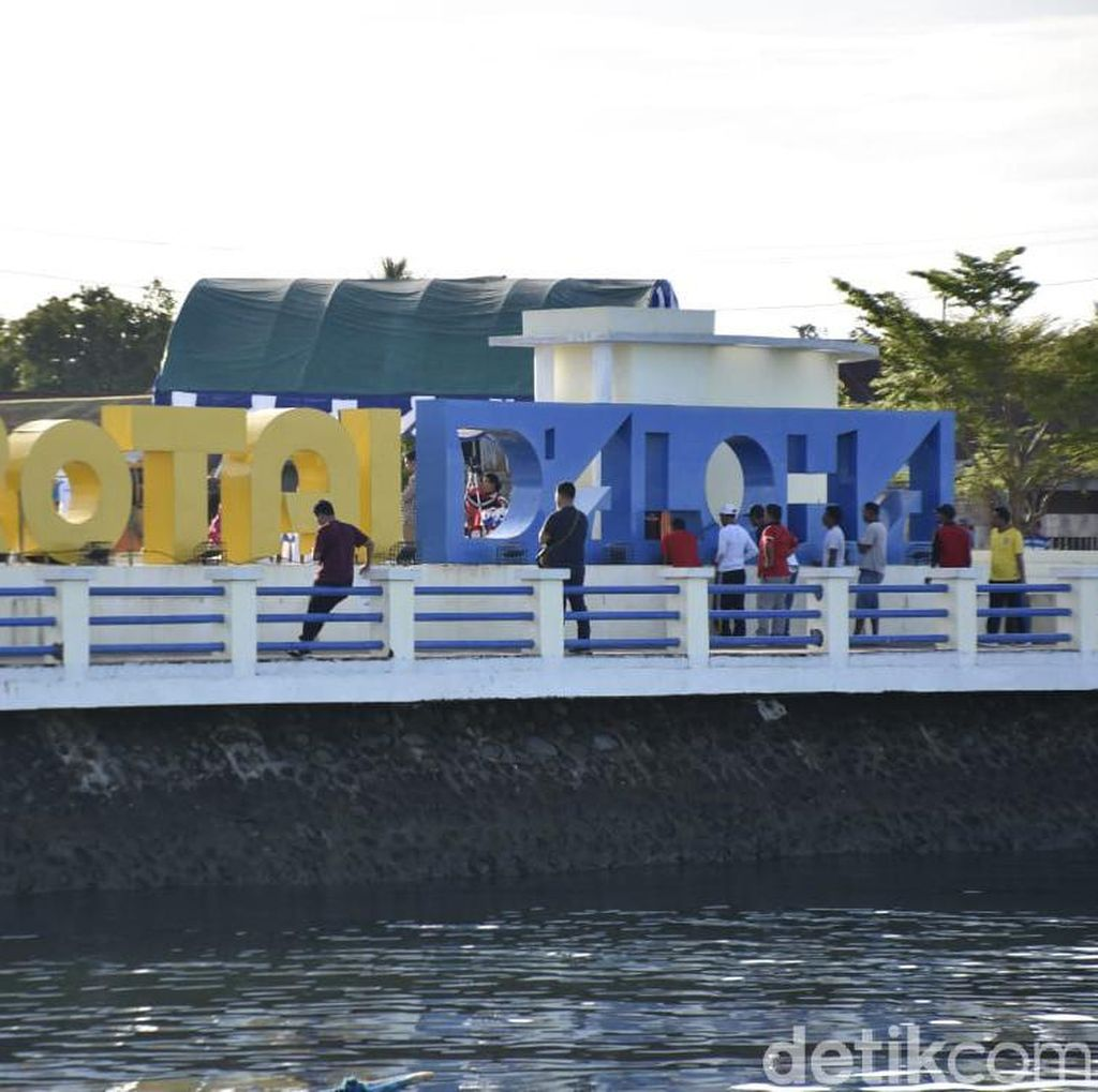 WiFi Gratis Bikin Taman Kota Morotai Kian Asyik buat Narsis