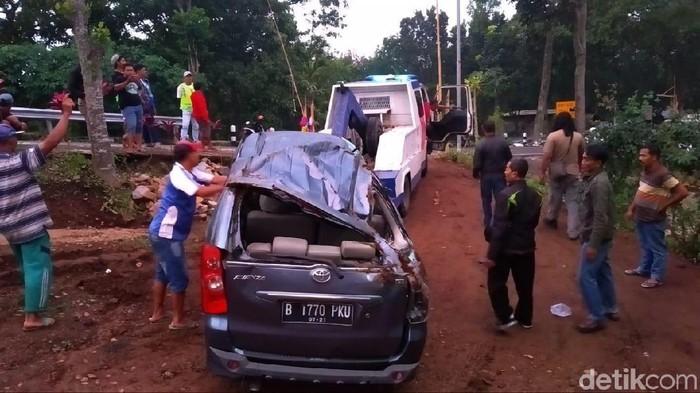 Kondisi mobil setelah mengalami kecelakaan (Foto: Enggran Eko Budianto)