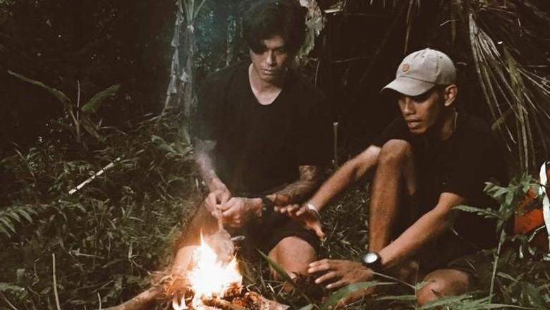 Marshall Sastra belajar survival di hutan (MTMA)
