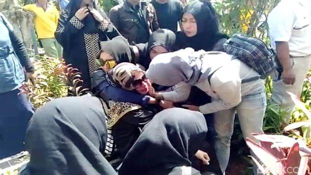 Toro Margens Meninggal Dunia, Penjelasan Nikita Mirzani Lepas Hijab