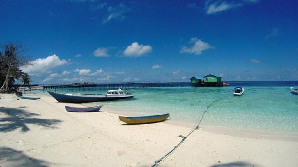 Jadi Relawan di Pulau Terindah dari Indonesia